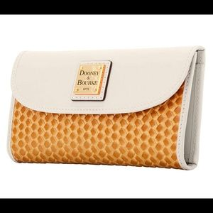 Dooney & Bourke Bags - Dooney & Bourke Beacon Woven Clutch Wallet🌟